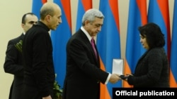 Armenia - President Serzh Sarkisian hands a posthumous medal to the mother of a soldier killed in Nagorno-Karabakh, Yerevan, 28Jan2014.