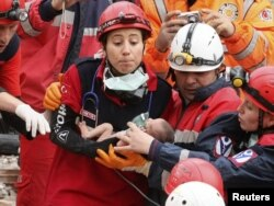 Врятоване після землетрусу немовля