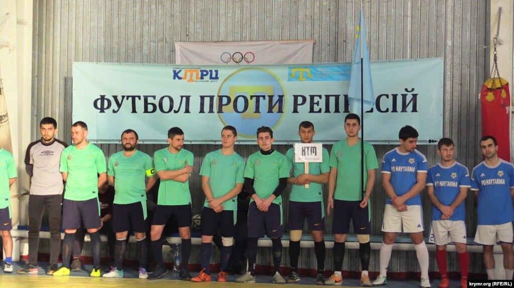 Участники футбольного турнира в Геническе, 17 марта 2017 года