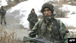 Летом турецкому солдату жарко, а зимой холодно. Зато носить феску уже не заставляют