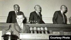 Un vot cu final cunoscut. Nicolae Ceauşescu votând la Marea Adunare Naţională.(20 iunie 1968) Sursa: Fototeca online a comunismului românesc; cota: 143/1968