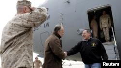 Леон Панета, по пристигнувањето на аеродромот во Кабул