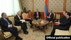 ATƏT-in Minsk qrupunun həmsədrləri Ermənistan prezidenti Serzh Sarkisianla görüş zamanı