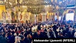 Podgorica: Vjernici Srpske crkve odaju poštu mitropolitu Amfilohiju
