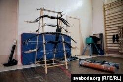 У школе стральбы на месцы бясплатна выдаюць лук і стрэлы