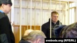 Сяргей Каваленка ў залі суду.