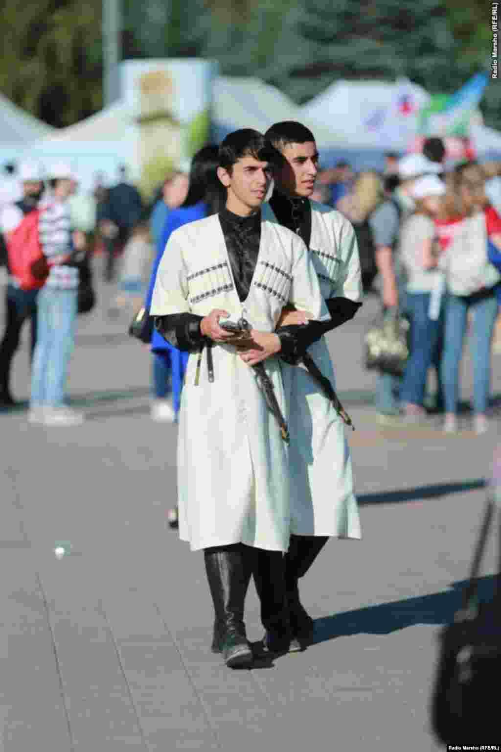 Молодежь любит носить черкеску