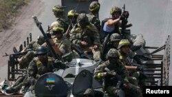 Ուկրաինացի զինվորականները Դոնեցկի մարզի Կոնստանտինովկա բնակավայրում, 21-ը հուլիսի, 2014թ․