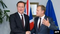 Kryeministri britanik, David Cameron, dhe presidenti i Këshillit të Bashkimit Evropian, Donald Tusk.