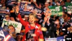 هيلاری کلينتون، در انتخابات روز سه شنبه موفق شد در انتخابات مقدماتی در ايالت پنسيلوانيا به پیروزی دست یابد. عکس از EPA