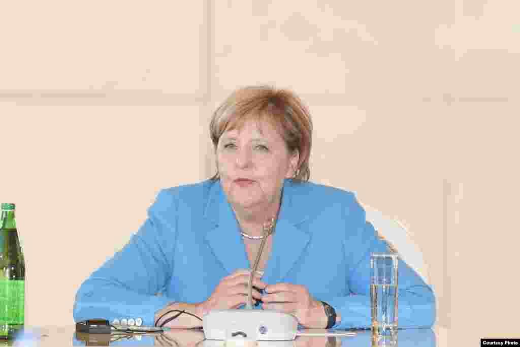 Angela Merkel Bakıda