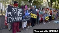 Эътирози ҳаводорони Pussy Riot дар Сербия
