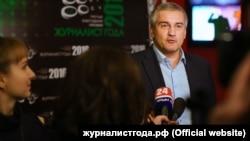 Российский глава Крыма Сергей Аксенов дает интервью на третьей ежегодной премии «Журналист года 2016». Архивное фото