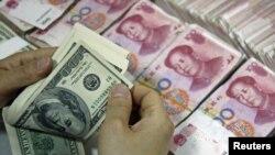 بر اساس گزارش های منتشره، میزان ذخیره ارزی چین به ۲۵۰۰ ميليارد دلار بالغ مى شود.