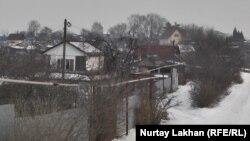 Дома в дачном массиве «Рахат-1» в Иргелинском сельском округе. Алматинская область, 1 февраля 2017 года.