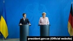 «Ми хочемо досягти того, щоб залишився транзит газу через Україну», – заявила Меркель