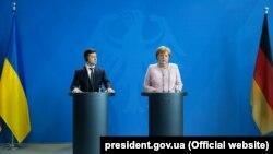 Volodymyr Zelensky və Almaniyanın Kansleri Angela Merkel, 18 iyun, 2019-cu il