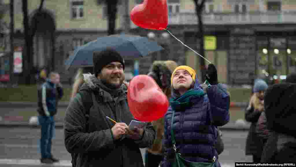 Головною символікою акції стали повітряні кульки у вигляді серця