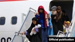 Гражданки Узбекистана и их дети, возвращенные на родину из зоны конфликта на Ближнем Востоке. Ташкент, 30 мая 2019 года.