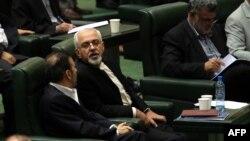 Жавад Зариф парламентте. 12-август, 2013-жыл