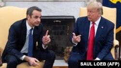Грчкиот премиер Кирјакос Мицотакис синоќа се сретна со американскиот претседател Доналд Трамп во Белата куќа.