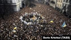 Під час відзначення свята Водохреща Українською греко-католицькою церквою на площі Ринок у Львові, 11 квітня 1990 року
