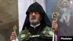 Armenia -- Archbishop Navasard Kchoyan leads a ceremony in St. Sargis Church, Yerevan, September 2, 2014.