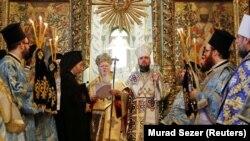 Вселенський патріарх Варфоломій (ліворуч) і глава Православної церкви України митрополит Епіфаній. Стамбул, 6 січня 2019 року