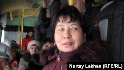 219-автобустың кондукторы Фатмагүл. Алматы, 22 қараша 2012 жыл.