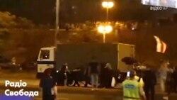 Відео масових сутичок протестувальників з ОМОНом в Мінську