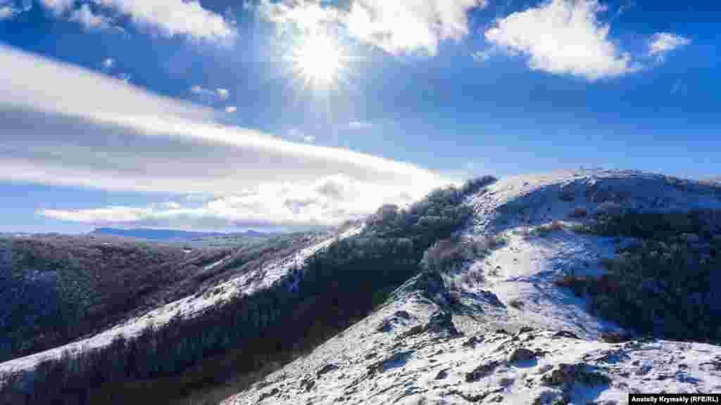 На гірському хребті сонячна і морозна погода