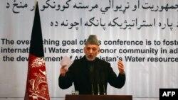 Աֆղանստանի նախագահ Համիդ Քարզայը ելույթ է ունենում մայրաքաղաք Քաբուլում անցկացվող համաժողովի ժամանակ, 29-ը հունվարի, 2013թ.