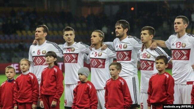 Беларускія футбалісты саступілі нідэрляндзкім, але далі бой. Фота