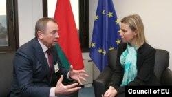 Pamje gjatë takimit Makey - Mogherini në Bruksel