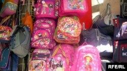 Məktəbli çantası 12-13 manatdır