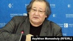 Болат Атабаев баспасөз мәслихатында. Алматы, 20 ақпан 2012 жыл.
