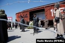 Уличная постановка в Чечне в память о депортации.