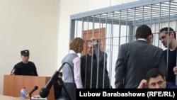 Александр Хорошавин и Андрей Икрамов совещаются со своими адвокатами