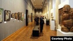 На выставе «Дзесяць стагодзьдзяў мастацтва Беларусі»