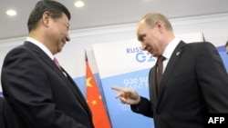 Analysts say Russian President Vladimir Putin (right) is hoping to ensure that his Chinese counterpart Xi Jinping remains a crucial ally. (file photo)