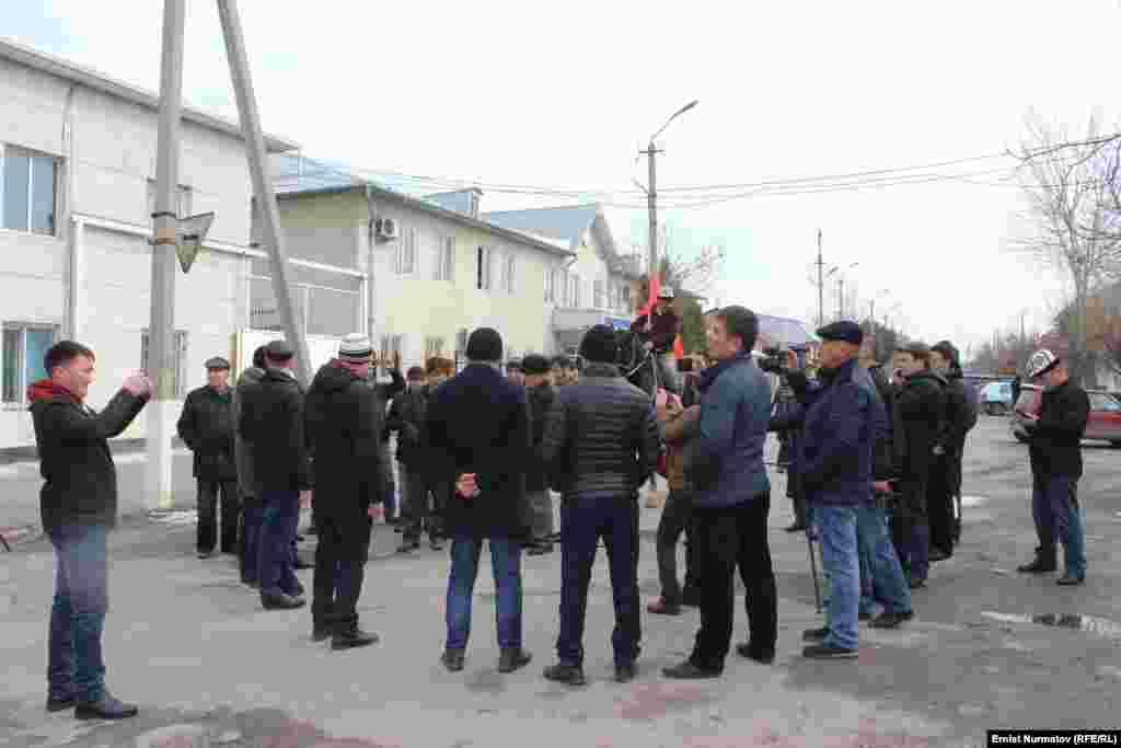 Митинг в Оше после задержания Омурбека Текебаева.