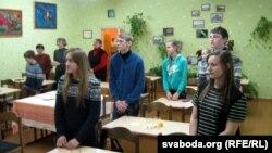 Капаткевіцкія школьнікі ўсталі — Нобеля Алексіевіч уручае кароль Швэцыі