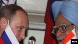 د هند لومړی وزیر منموهن سینګ له روسي ولسمشر ولادیمیر پوتین سره د خبرو پر مهال