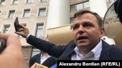 Andrei Năstase, în faţa protestatarilor PDM, la Parlament. 7 iunie 2019
