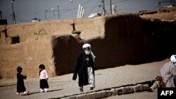 Owganystanly bosgunlaryň lageri, Eýranyň Taraz Nahid obasy, fewral, 2015