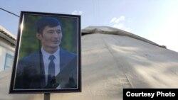 Жерлеу рәсіміндегі Уланбек Егізбаевтың суреті. 24 шілде 2018 жыл.