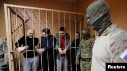 Група українських моряків на суді в Москві