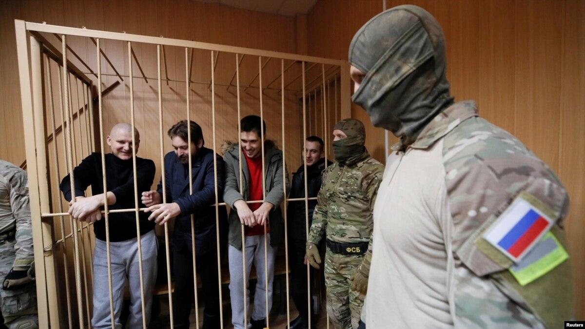 Суд в отношении захваченных моряков в Москве перенесли – постановление не перевели на украинский язык