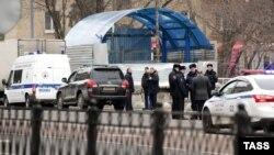 Policia në Moskë pas arrestimit të gruas e cila e mbante kokën e një fëmije