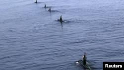 Иранские военные субмарины в Ормузском проливе. 3 января 2012 года